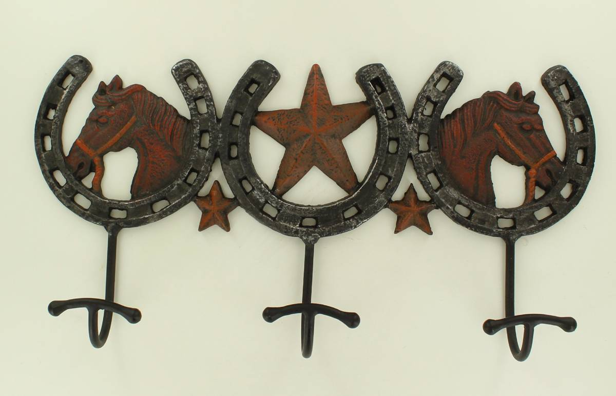3 Horse Shoe Hooks Wall Decor